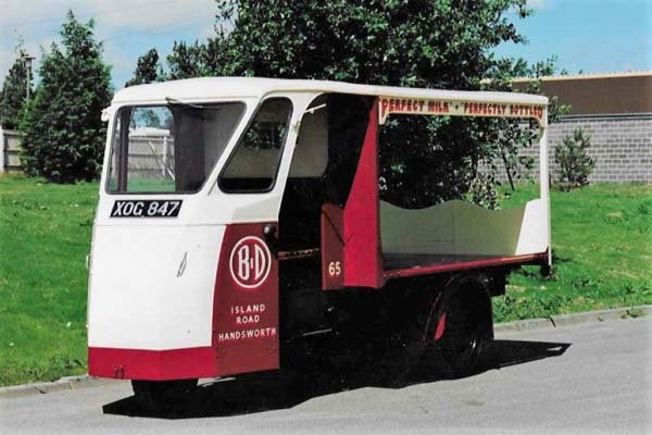 Handsworth Dairies Wales and Edwards  Milk Float XOG 847